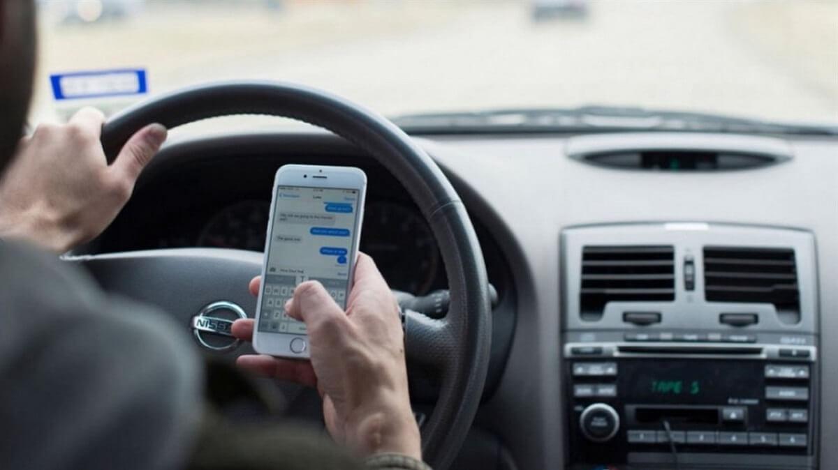 Lỗi sử dụng điện thoại khi tham gia giao thông phạt bao nhiêu năm 2021?